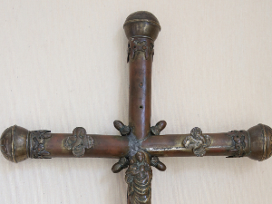Pont Saint Pierre::Veneración y grabación de la cruz que Sta. Juana vio antes de morir.